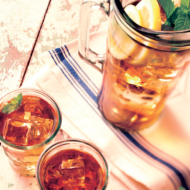 Refreshing iced tea on a hot summer's day
